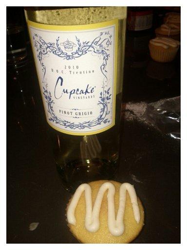 Cupcake wine and cupcakes