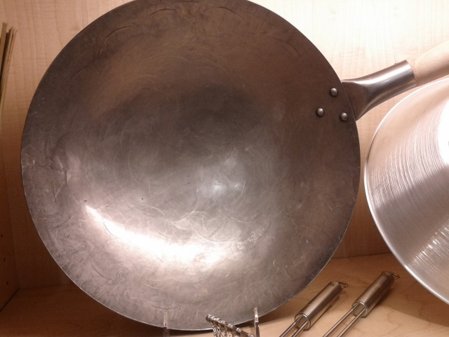 Hammered round bottom wok